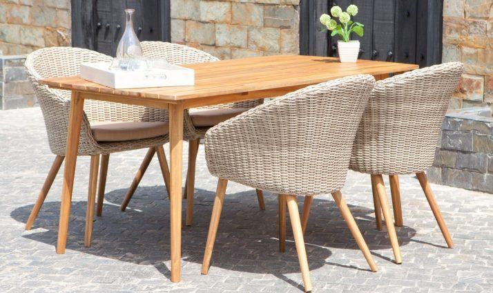 Masa si scaune de gradina din lemn si ratan