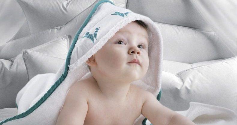 prosop de baie cu gluga pentru bebe